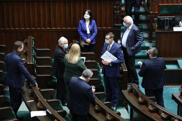 Po przerwie posłowie mają zdecydować w głosowaniu o losie poprawek Senatu / Leszek Szymański    /PAP