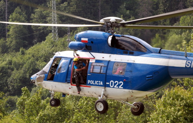 Po rannego poleciał helikopter z ratownikami /PAP/Grzegorz Momot /PAP