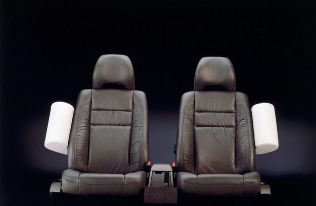 Po raz pierwszy oferowane są jako wyposażenie modelu Volvo 850, dopełniając ochronę zapewnianą przez system SIPS. /Volvo