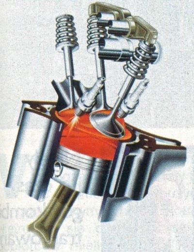 Po raz pierwszy zastosowano w C-klasie tak duży silnik V6 (wyjąwszy wersje AMG). Jednostka ta jest lekka (kadłub i głowica z aluminium) i efektywna dzięki zastosowaniu trzech zaworów i dwóch świec w każdym cylindrze. /Mercedes