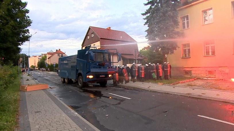 Po śmierci 34-latka w Lubinie na Dolnym Śląsku doszło do zamieszek i walk z policją /