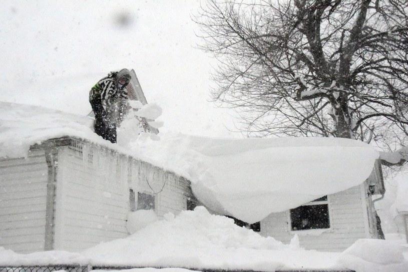 Po śnieżycach /PAP/EPA