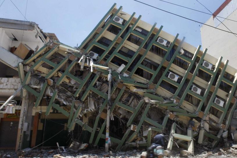 Po sobotnim trzęsieniu ziemi w Ekwadorze wciąż ponad 1700 osób uważa się za zaginione /EPA/CHRISTIAN ESCOBAR MORA /PAP/EPA