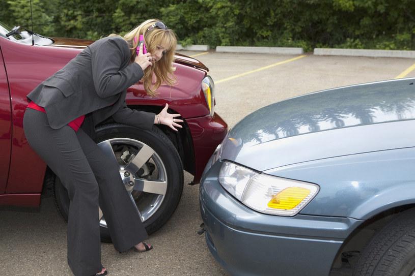 Po stłuczce na parkingu można odjechać, ale zostawiając namiar na siebie /Linda Patterson /East News