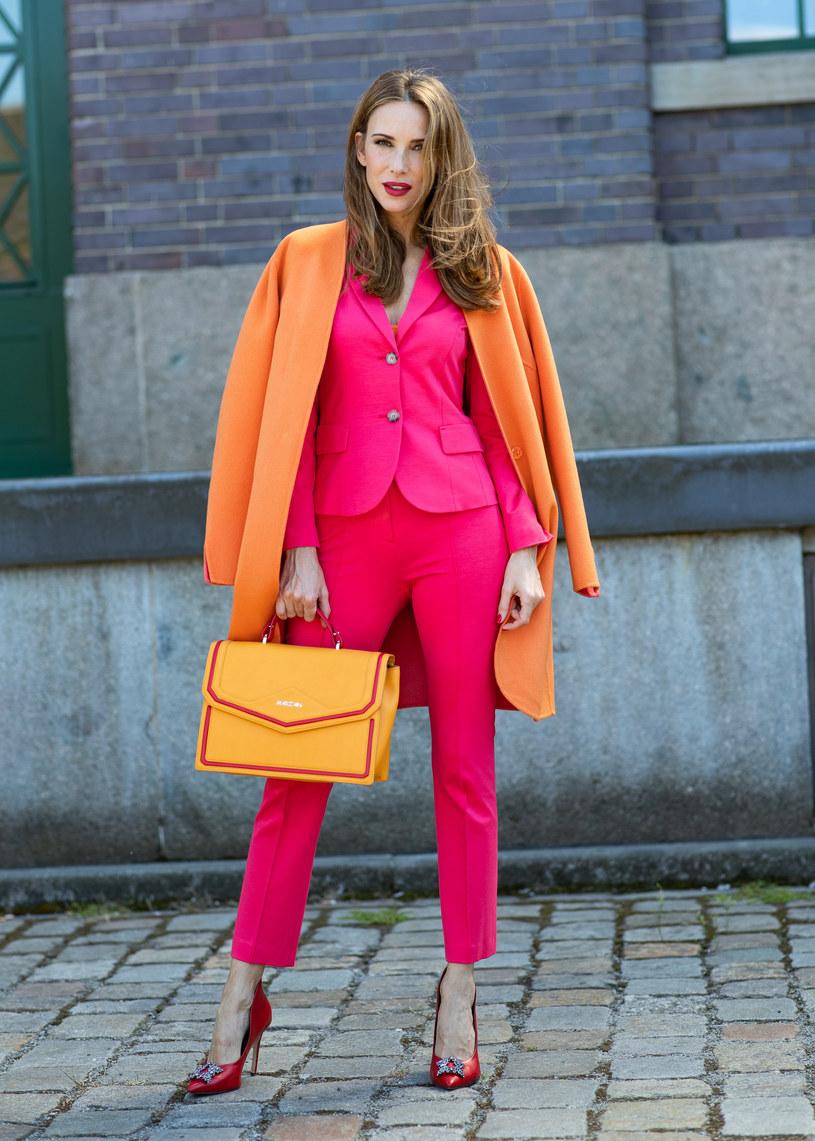 Po surowej modzie skandynawskiej na wybiegach wciąż utrzymuje się neonowy trend /Getty Images
