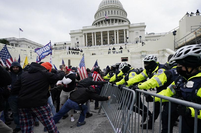 Po szturmie na Kapitol, który miał miejsce 6 stycznia, trzech policjantów odebrało sobie życie /Associated Press /East News