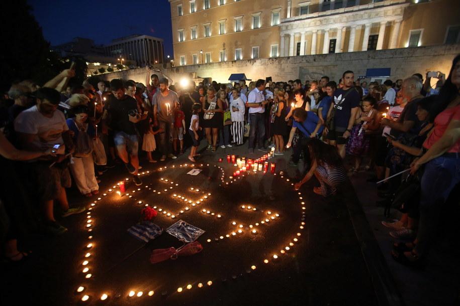 Po trwających kilka dni pożarach na rząd Grecji spadła w kraju fala krytyki. /ALEXANDROS BELTES  /PAP/EPA