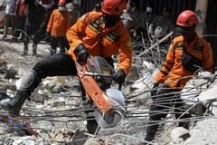 Po trzęsieniu ziemi 45 tysięcy mieszkańców Indonezji nie ma dachu nad głową