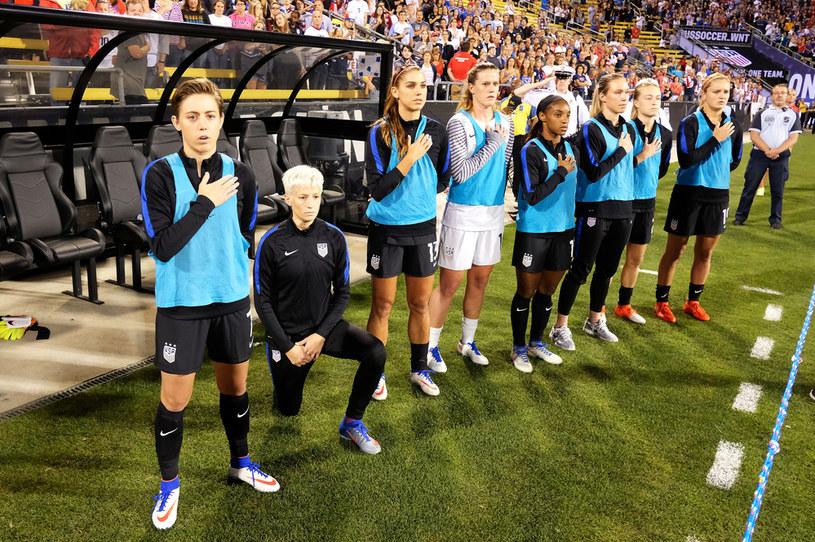 """Po tym jak uklękła podczas hymnu uznano ją za """"zdrajcę swojej rasy"""" /Jamie Sabau / Stringer /Getty Images"""