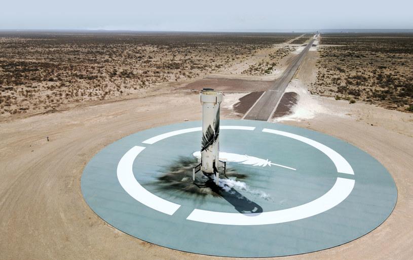 Po udanym starcie rakieta wraca na lądowisko /materiały prasowe
