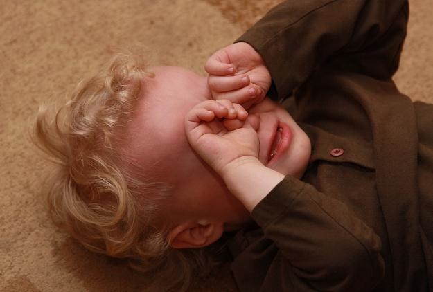 Po uderzeniu w głowę zazwyczaj pojawia się guz oraz ból głowy /© Panthermedia