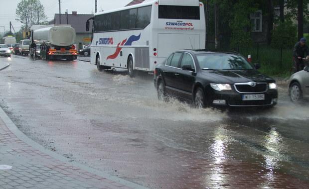 Po ulewnych deszczach wylały rzeki – zdjęcia z Gorącej Linii