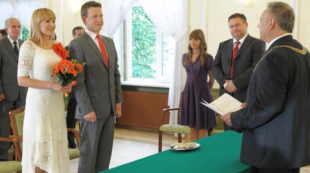 Po uroczystości Żaneta wyzna Wojtkowi, że ich ślub wyglądał dokładnie tak, jak sobie wymarzyła. /Agencja W. Impact