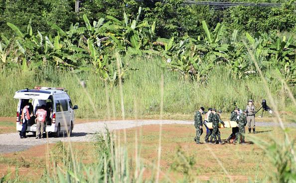 Po uwolnieniu z jaskini chłopcy i ich opiekun zostali przewiezieni do szpitala /Getty Images
