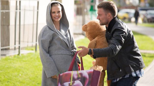Po wizycie w szkole rodzenia Przemek zaprosi Olę na pierwszą oficjalną randkę. /Agencja W. Impact