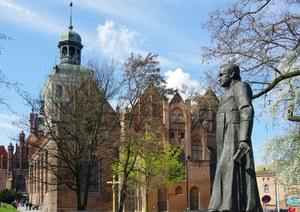 Po wstrząsającym reportażu apel o usunięcie pomnika ks. Jankowskiego