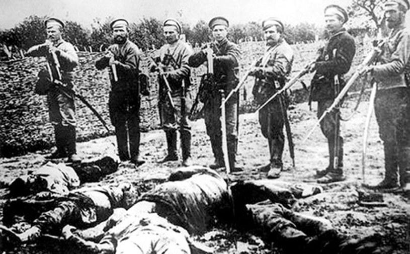 Po wygranej bitwie nad Berezyną polscy bolszewicy zbezcześcili ciała poległych pomorskich żołnierzy /domena publiczna
