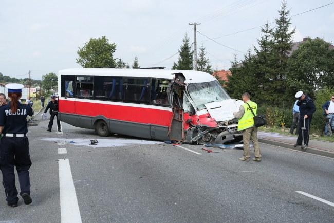 Po wypadku droga Kraków - Tarnów była zablokowana przez 5 godzin. /Stanisław Rozpędzik /PAP