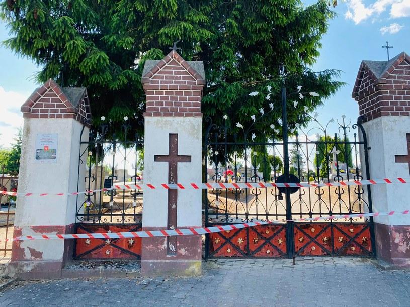 Po wypadku z udziałem 5-latki uniemożliwiono wstęp na cmentarz w wielkopolskim Łopiennie (Źródło: gniezno112.pl) /
