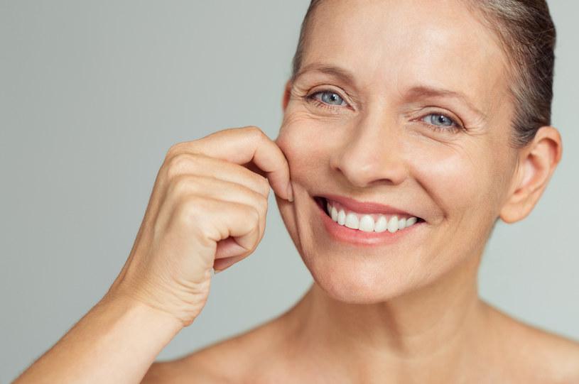 Po zabiegu HIFU zauważalne jest ujędrnienie skóry na szyi i policzkach /123RF/PICSEL