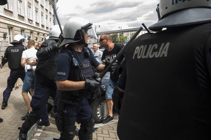 Po zajściach w Białymstoku policja zidentyfikowała już 118 osób /MICHAL KOSC /Agencja FORUM