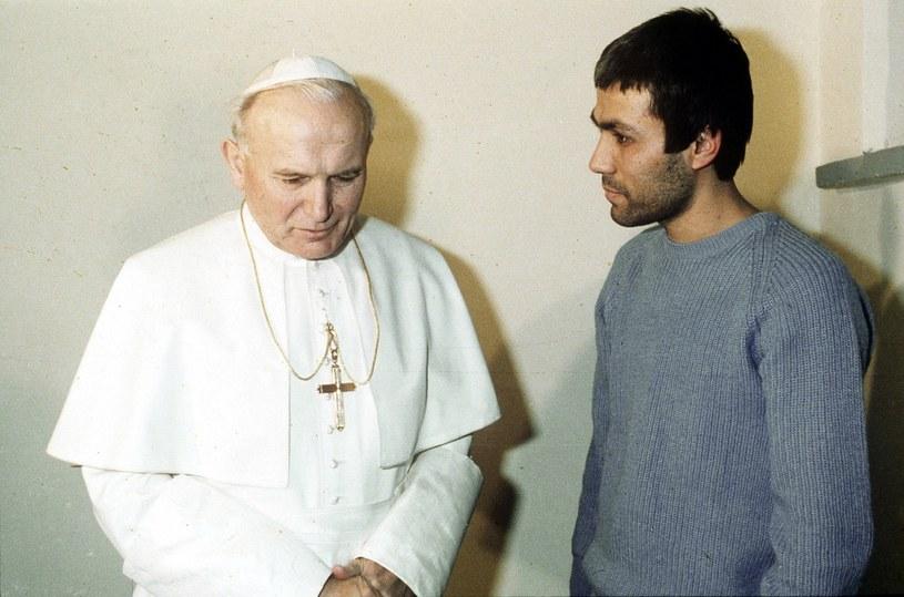 Po zamachu papież spotkał się ze sprawcą /East News