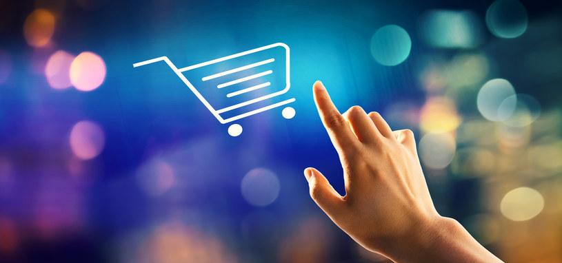 Po zamknięciu galerii handlowych sklepy przeniosły ciężar sprzedaży do internetu /123RF/PICSEL