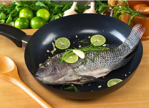Po zapachu można rozpoznać, czy ryba jest świeża. /123RF/PICSEL