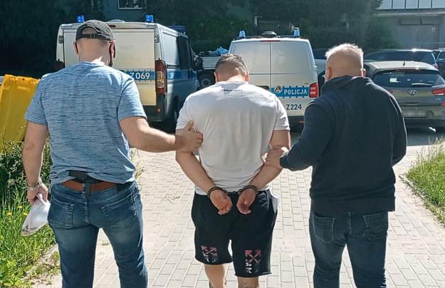 Po zatrzymaniu 38-latek usłyszał zarzuty posiadania znacznej ilości środków odurzających /Policja /