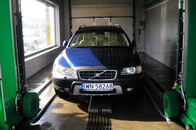 Po zimie koniecznie trzeba umyć podwozie /INTERIA.PL