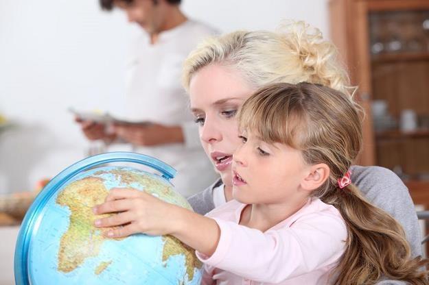 Pobierający emerytury domagają się od ZUS zaliczenia opieki nad dzieckiem jako okresu składkowego /©123RF/PICSEL