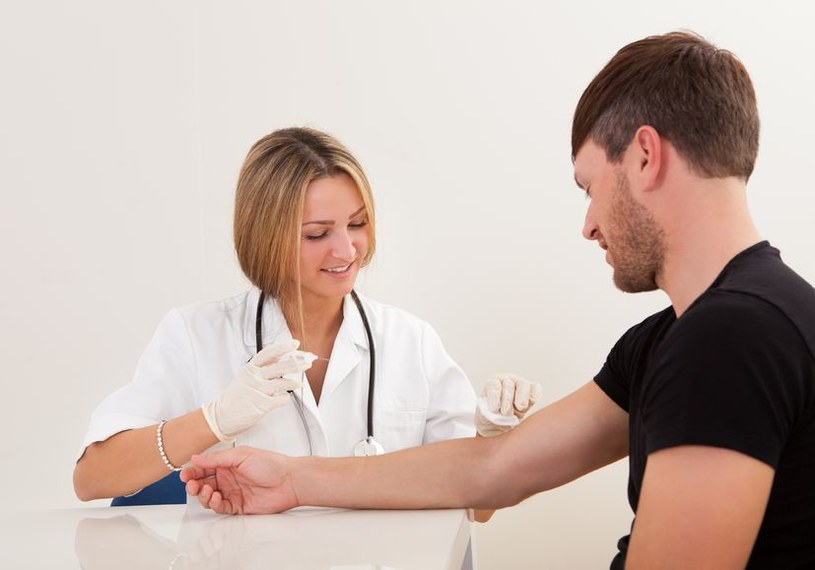 Pobieranie krwi niebawem przestanie być powszechną metodą diagnostyczną? /123RF/PICSEL