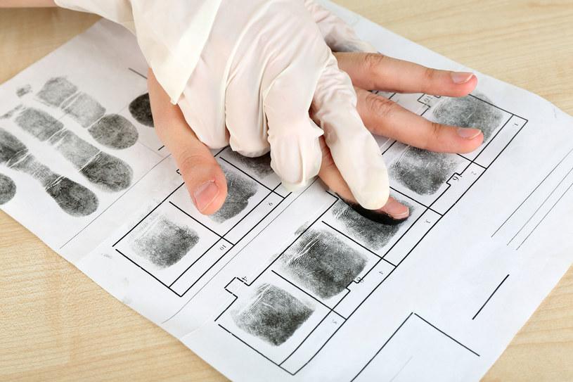 Pobieranie odcisków palców /123RF/PICSEL