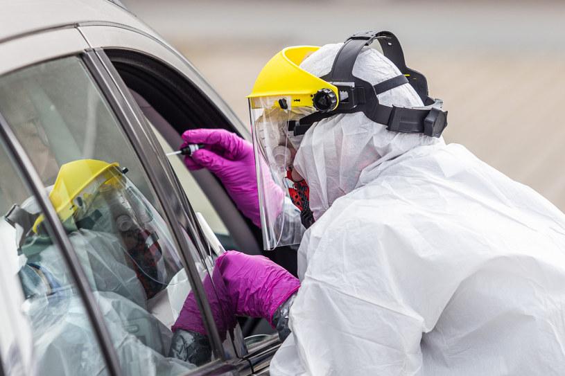 Pobieranie wymazu do testu na koronawirusa, zdj. ilustracyjne /Krzysztof Kaniewski /Reporter