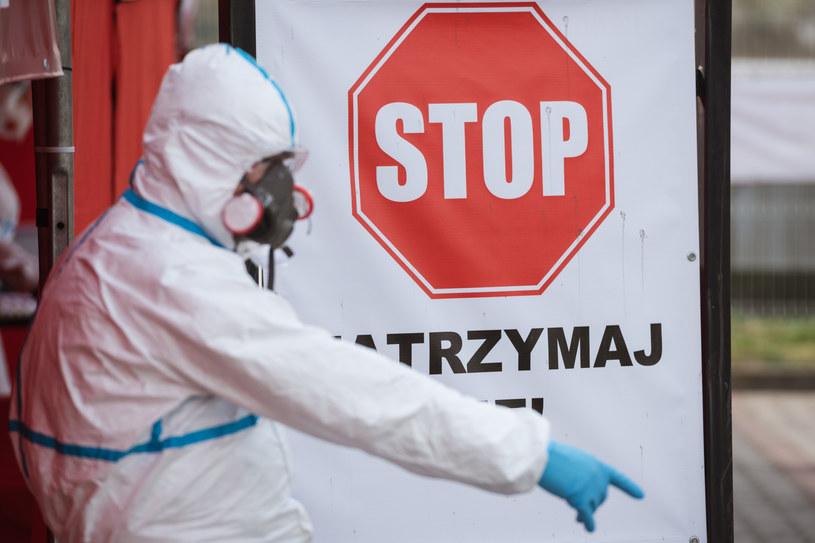 Pobieraznie wymazów do testów na koronawirusa, zdjęcie ilustracyjne /Piotr Dziurman /Reporter