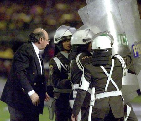 Pobity bramkarz, ranni policjanci. Piłkarscy bandyci znów sieją grozę