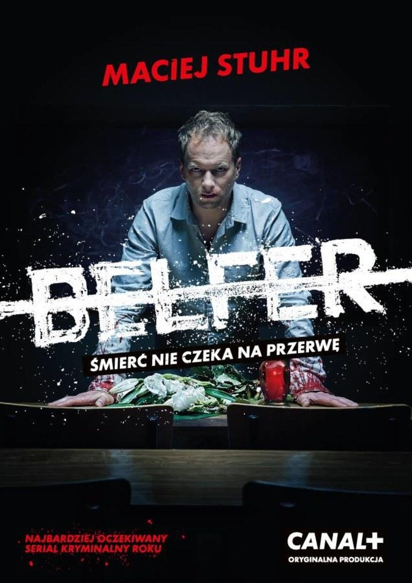 """Pobity Maciej Stuhr na plakacie serialu """"Belfer"""" /Canal+"""