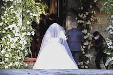 Pobrali się pomimo pandemii. Kościół pękał w szwach!