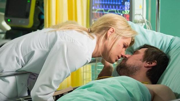 Pocałunek Agaty będzie dla witka niczym pocałunek... dobrej wróżki! /www.nadobre.tvp.pl/
