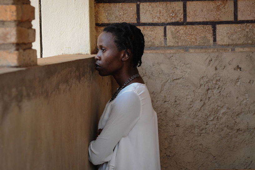 Pochodząca z plemienia Tutsi Claudine Mugambira (Eliane Umuhire), jest córką cenionego rwandyjskiego ornitologa, który zginął w czasie masakry/fot. Ewa Łowżył / materiały KOSFILM /materiały promocyjne