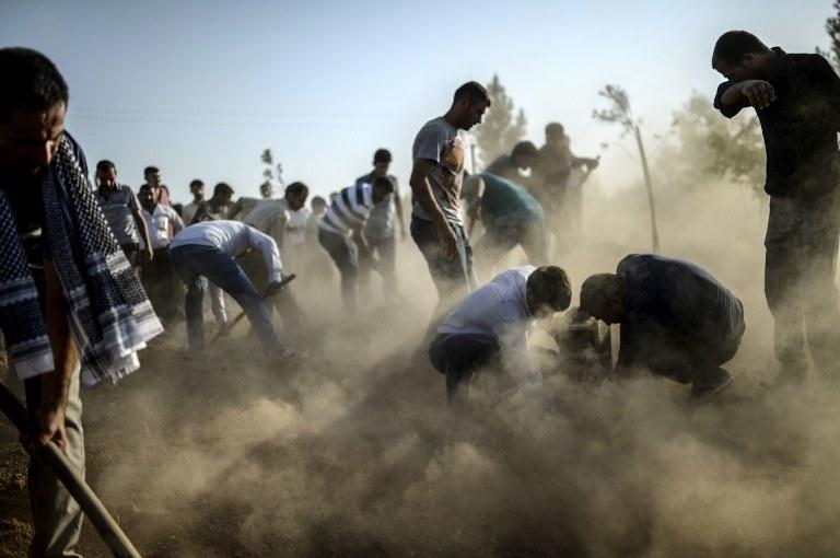 Pochówek ofiar zamachu w Suruc /BULENT KILIC / AFP /AFP