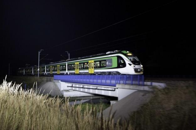 Pociąg Impuls Newagu dla Kolei Mazowieckich osiągnął na Centralnej Magistrali Kolejowej  prędkość 22 /Rynek Kolejowy