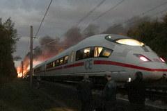 Pociąg stanął w płomieniach. Jechało nim 500 pasażerów