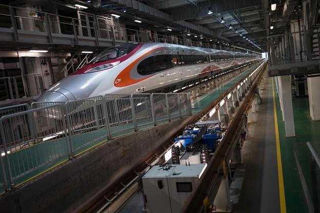Pociąg wielkich prędkości na stacji West Kowloon w Hongkongu /EPA