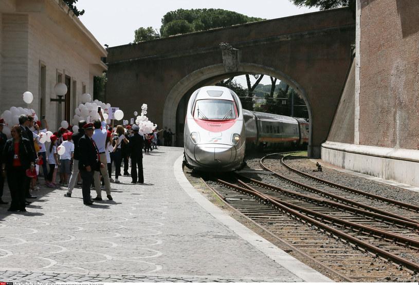 Pociąg wjeżdża na stację Watykan - jedyną w najmniejszym państwie świata /Grzegorz Galazka/SIPA /East News