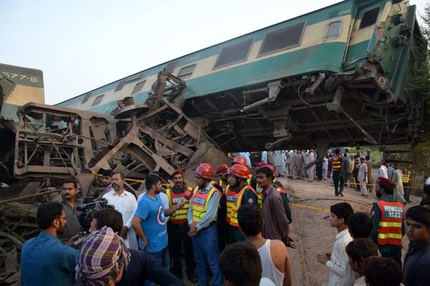 Pociągi pasażerski i towarowy zderzyły się w pobliżu miasta Multan w środkowym Pakistanie /FAISAL KAREEM /PAP/EPA