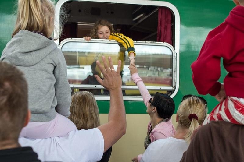Pociągi to popularny środek transportu /Wojciech Pacewicz /PAP