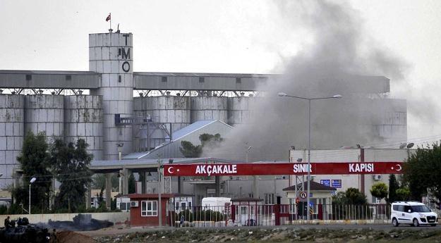 Pocisk moździerzowy uderzył w przygraniczną miejscowość Akcakale /PAP/EPA