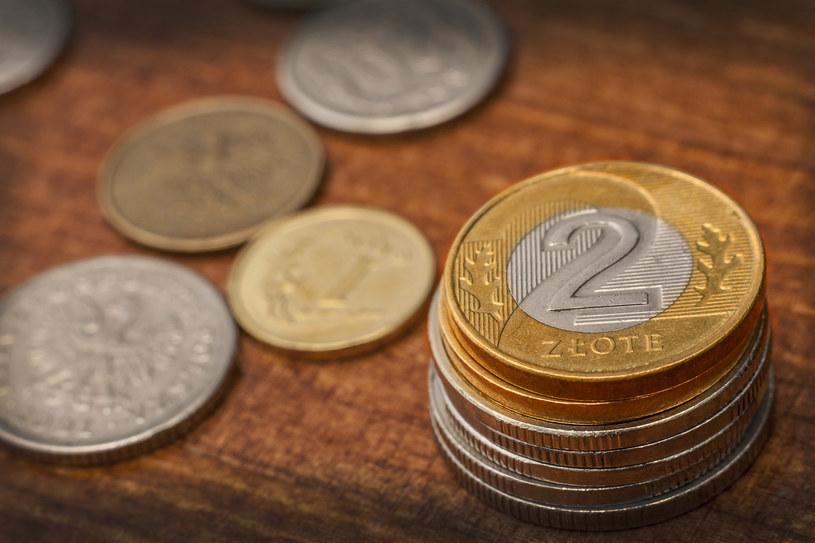 Początek nowego tygodnia obrotu na rynkach przynosi lekkie schłodzenie nastrojów i umocnienie amerykańskiego dolara /123RF/PICSEL
