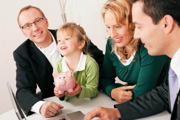 Początek roku szkolnego może być dobrą okazją do założenia dziecku konta w banku /© Panthermedia